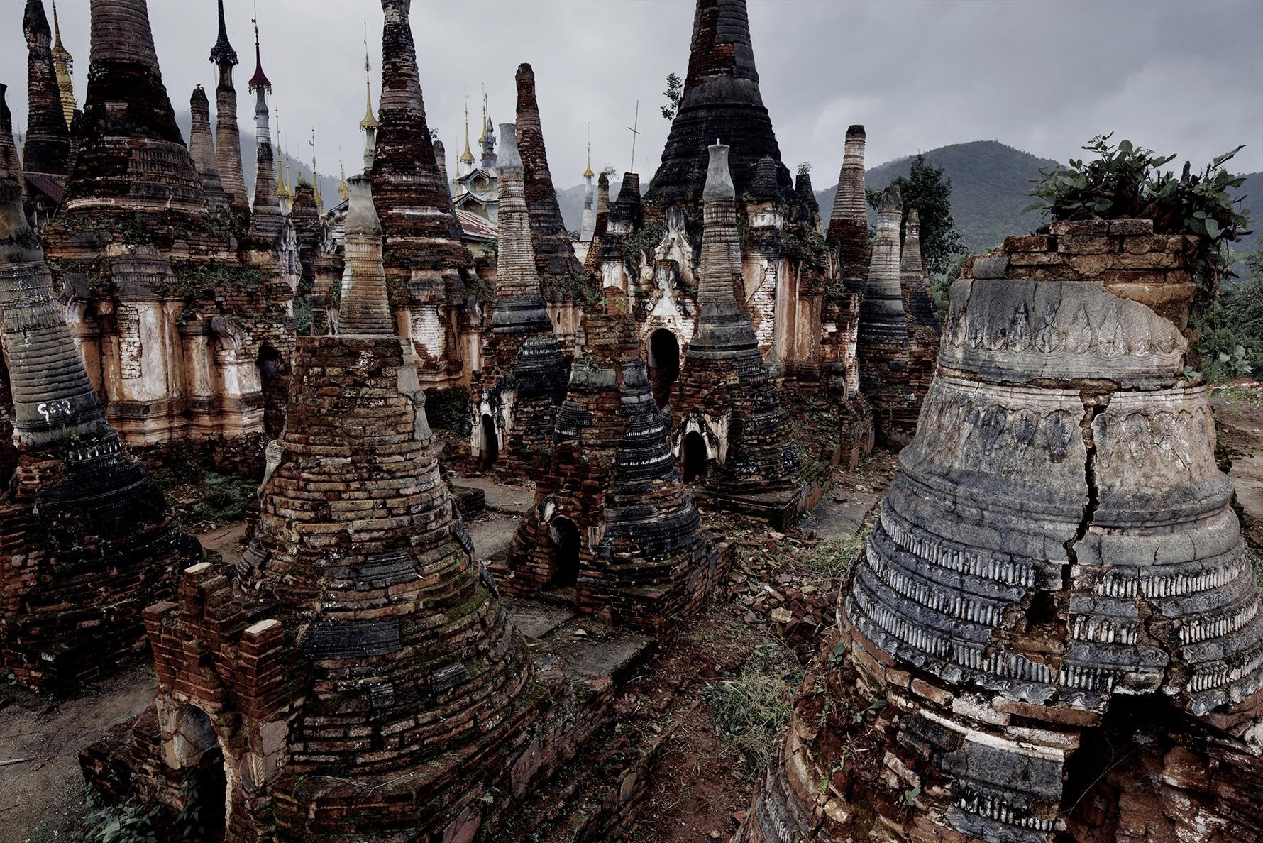 Inle Lake, Inthein or Indein, Paya Shwe Inn Thein stupas